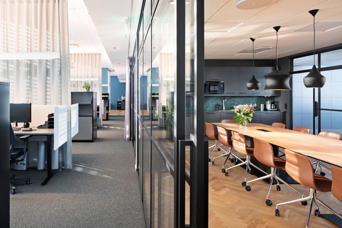 Kontorsplatser, konferencerum och kök på Svensk Fastighetsförmedlings kontor