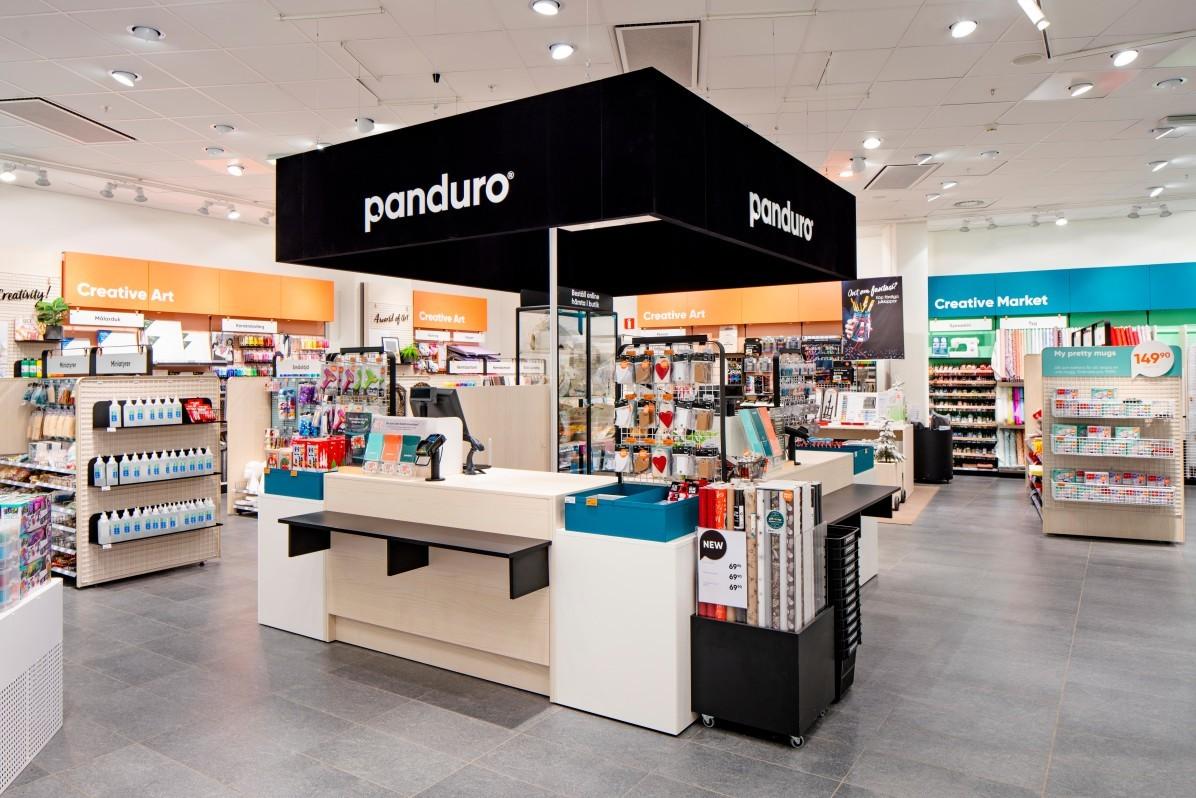 Nydesignat butikskoncept för Panduro i Sickla Köpkvarter. Fotograferat av interiörfotograf Mattias Hamrén.