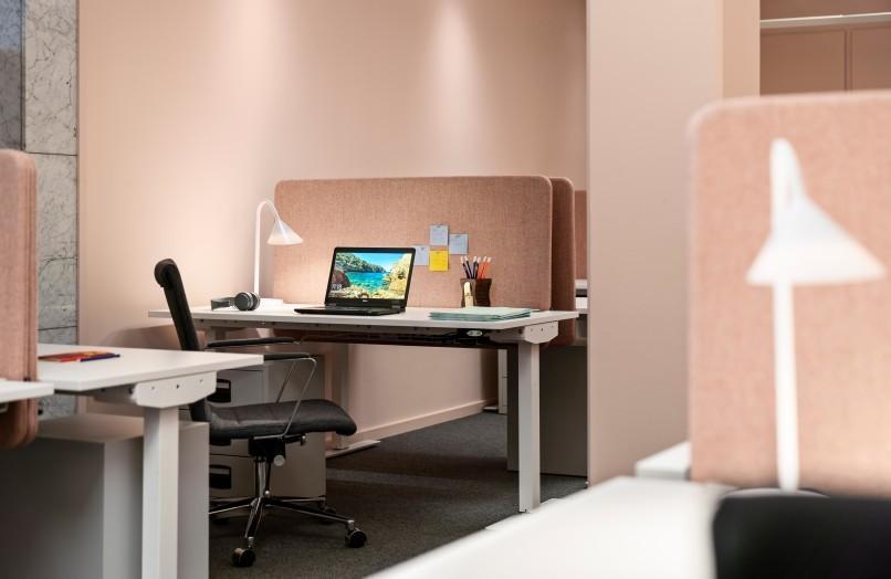 Arbetsplatser på kontor Helio Kungsholmen i Stockholm.