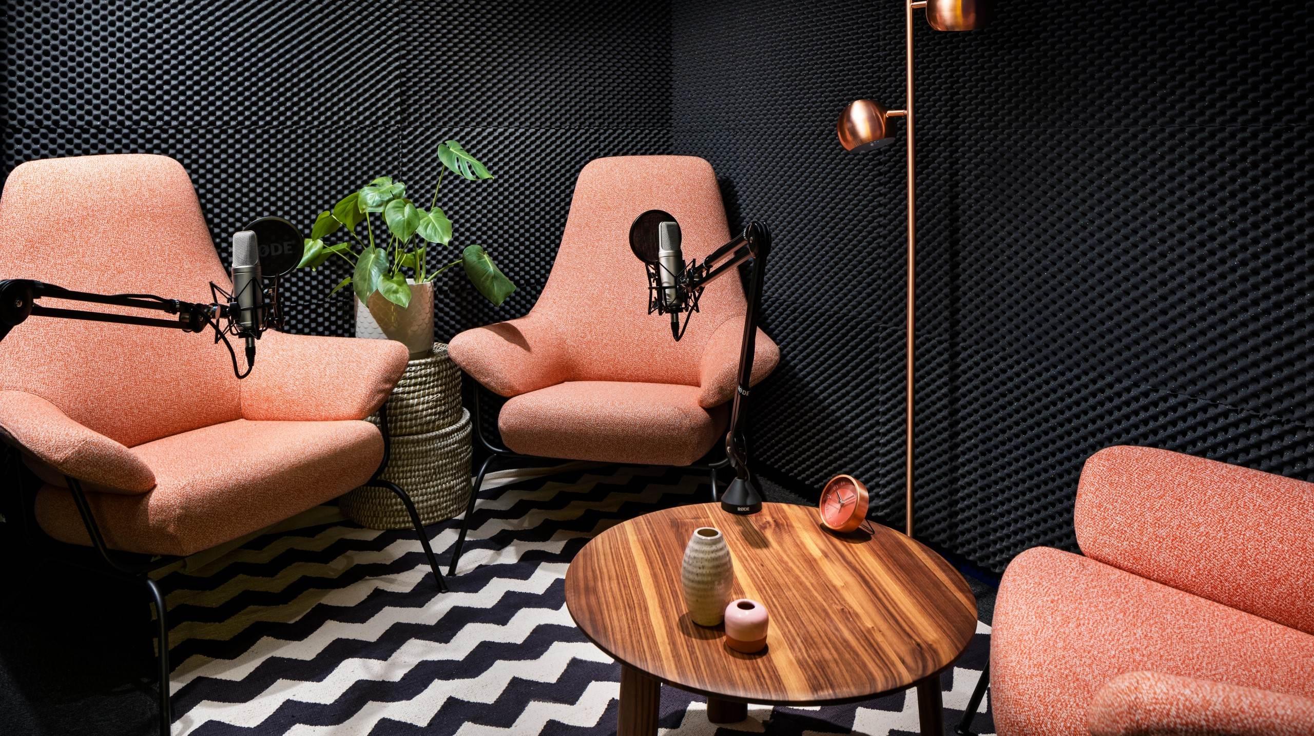 Podcast-studio i Helio Kungsholmen av Code Concept, fotograferat av arkitekturfotograf Mattias Hamrén.