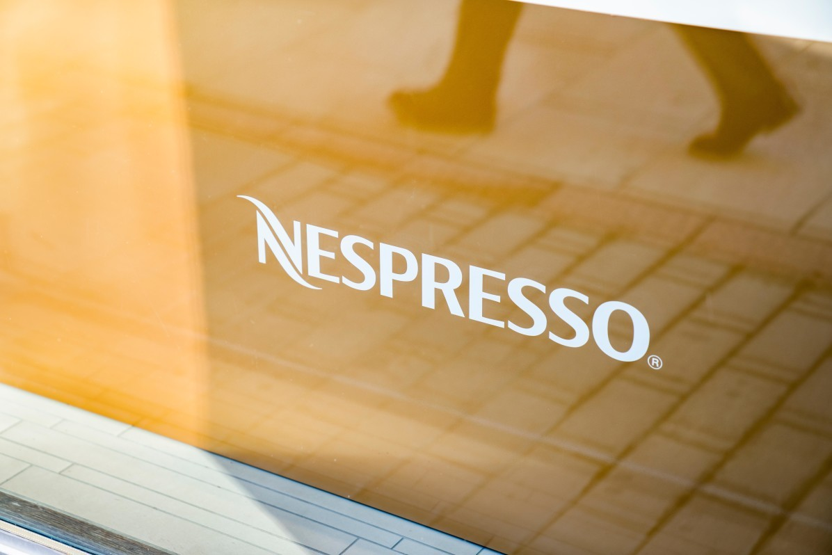 Nespresso Store logo i Stockholm, fotograferat av arkitekturfotograf Mattias Hamrén.