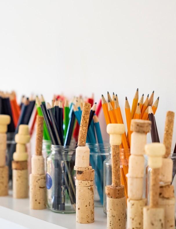 Detaljbild av pennor.