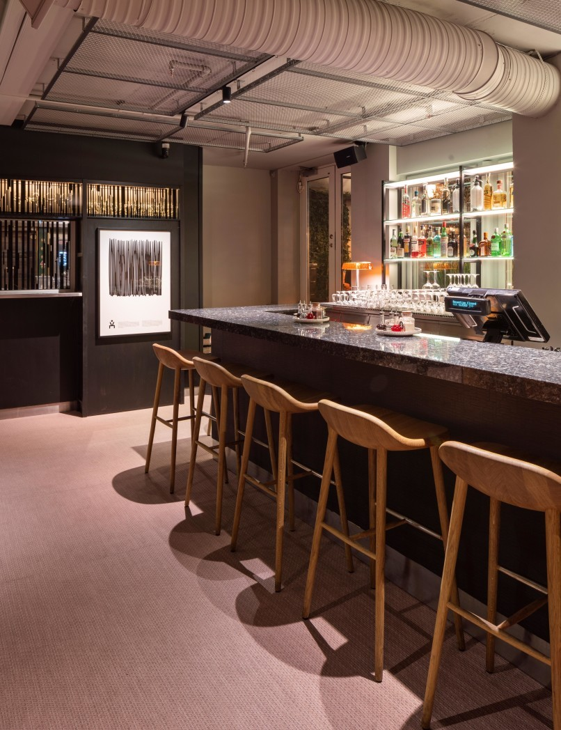 Barstolarna Miss Holly från Semab runt baren på restaurang Videgård.