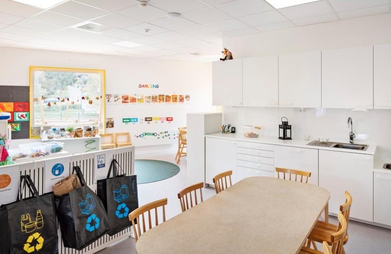 Interiörfoto av förskola i Huddinge, fotograferat av arkitekturfotograf Mattias Hamrén.