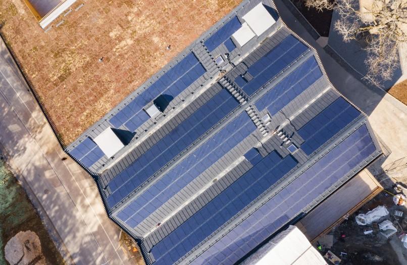 Solpaneler på taket av Skapaskolan.